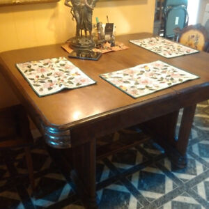 Art Deco Original Dining Table, butterfly-leaf 48 x 40, 1930s