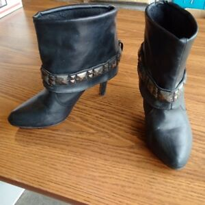 Size 41 (9.5) Women's Boots
