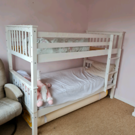 Bunk bed/ 2 single beds