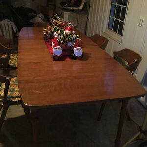 Colonial table and chairs $350 Stratford Kitchener Area image 2