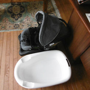 CAR SEAT WITH BASE AND BATH