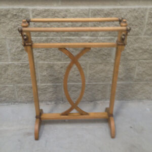 ITALIAN HANDCRAFTED - WOOD TOWEL RACK Windsor Region Ontario image 1