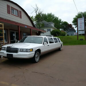 Lincoln Town Car - Limousine 10PAX Limo