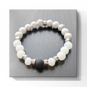 Bracelet fait avec des perles de pierre semi-précieuse