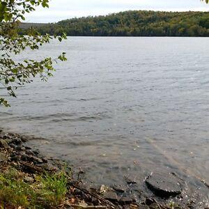 Beau grand terrain bord de l'eau Lac Saint-Paul (Laurentides)