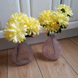 2 vases with flowers