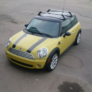 MINI Cooper - Hatchback - Low Kms - Winter Tires Incl.