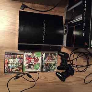 Playstation 3, PS3 + 2 manettes, 2 câbles + GTA V (total 3 jeux)