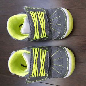 Stride Rite infant baby shoes size 5