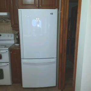 """Réfrigérateur LG 30"""", congélateur en bas"""