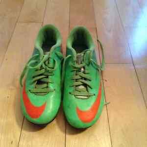 Souliers de Soccer Nike  grandeur 2