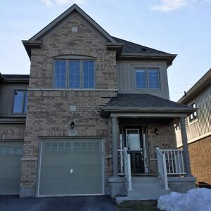 * * Spacious 3 Bedroom End Unit Townhome For Rent in Thorold * *
