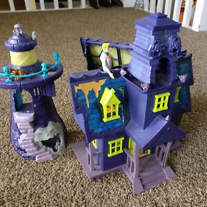 Scooby Doo Mansion and Lighthouse