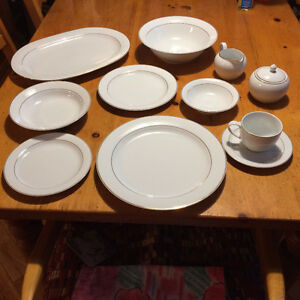 Noritake Arctic Gold Dishes West Island Greater Montréal image 1