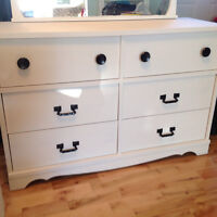 BEAUTIFUL DRESSER WITH SIX DRAWERS