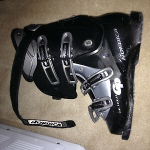 Used nordica ski boot size 26.5