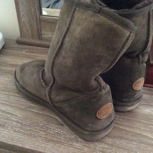 Emu boots size 9 brown