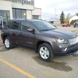 2015 Jeep Compass High Altitude New Leftover! under 100km