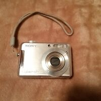 Sony CyberShot and 1GB memory stick - very good condition