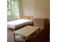 Very large double room in a friendly flatshare