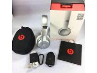 New and unopened Beats Solo3 wireless Headphones In Silver