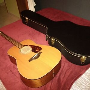 Yamaha FG700MS with black guitar case