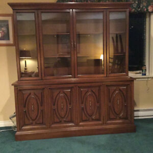 Dining room set, includes hutch, china cabinet, table and 6