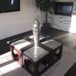 Table et pouffe de salon
