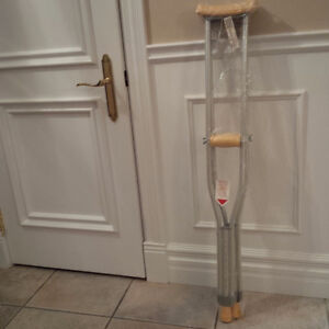 CRUTCHES WITH UNDERARM PAD AND HANDGRIP ADJUSTIBLE