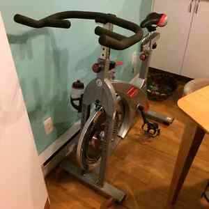 Vélo de spinning comme neuf!!!
