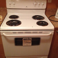 stove/cuisiniere white westinghouse en excellente condition