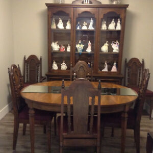 PRICED TO SELL FAST! Dining Room Table,chairs, hutch&;buffett