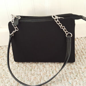 MICHE PURSE PETITE STYLE, 2 STRAPS,  4 SLEEVES  MINT CONDITION