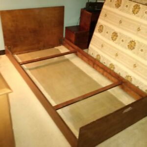 Single Bed (Mattress Available)