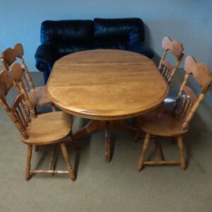 Round Solid Maple Table with two leafs and 4 matching chairs