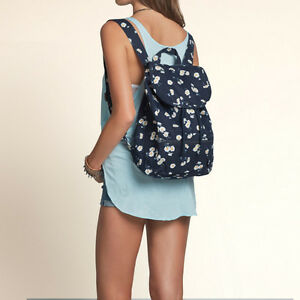 NWT Hollister Women Bag NAVY Authentic  color: NAVY FLORAL  HOLL