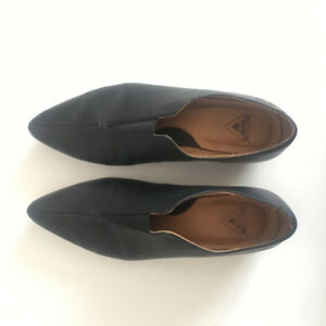 Fluevog Water Shoes Size 7 - Women's Leather Shoes