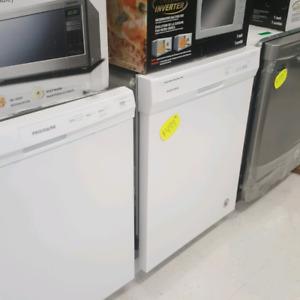 Maytag white dishwasher floor model clearance