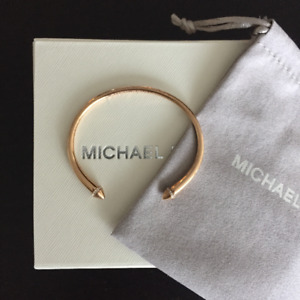 VENDU//SOLD Bracelet MICHAEL KORS Open Arrow Cuff