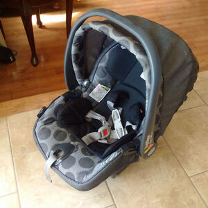Peg Perego Primo Viaggio Baby Car seat, with 2 bases