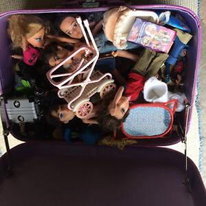 Dolls/accessories/case