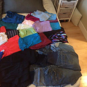Maternity clothes med to large in sizes