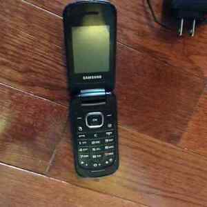 Samsung flip phone with camera Bluetooth & charger