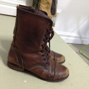 Steve Madden Brown Leather Combat boots size 6