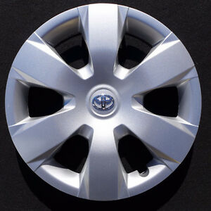 1 only Toyota Camry Hubcap