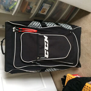 Stand-up on Wheels players hockey bag