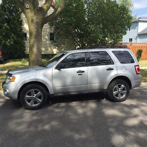2009 Ford Escape XLT SUV, Crossover Safety & E-test