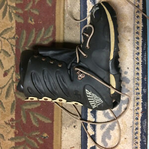 Great Snowboard and boots size 7.5 Mens Stratford Kitchener Area image 4