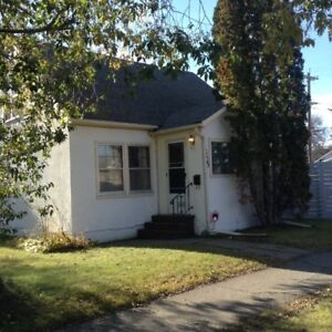 Start the New Year in this Charming 2 storey full home rental