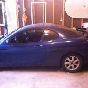 2000 Hyundai Tiburon Black Coupe (2 door)